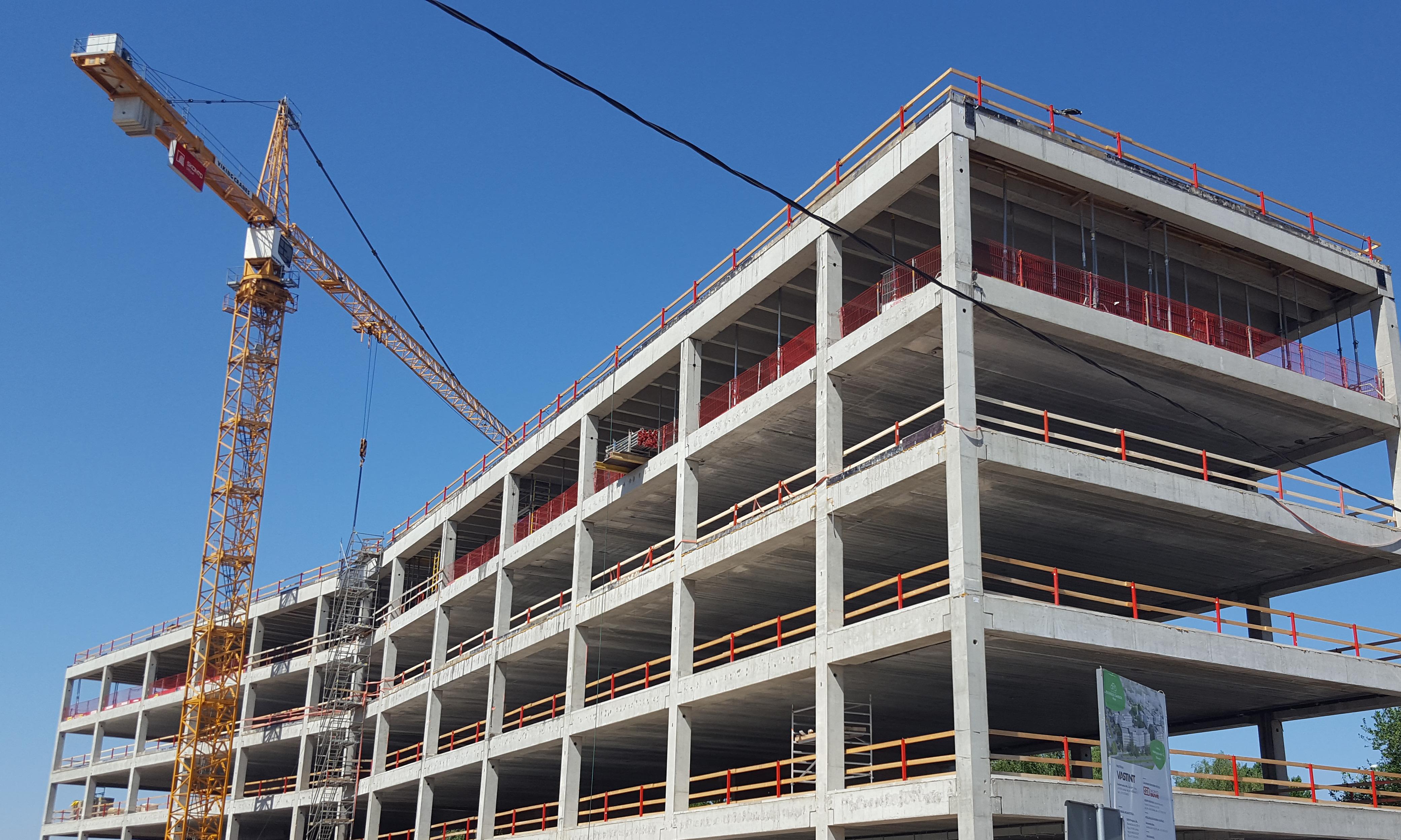 "AB ""AKSA"" gamino rekordiškai ilgas TT plokštes moderniam verslo centrui Rygoje"